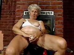 Old granny shows withdraw..