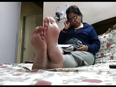 Candid hot feet (soles and..