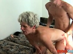 granny realize her pussy..