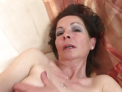 Slim of age mom with very..