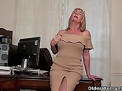 Old milf Karen Summer peels..