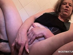 Mature blonde hooker having..